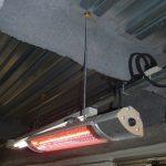 工場で天井からの吊り下げ設置例