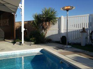 フェニックスヒーターのプールのある住宅での設置例