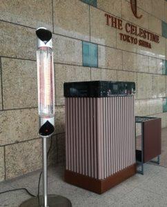 ドアマン用の暖房として当社屋外ヒーターが採用されています。